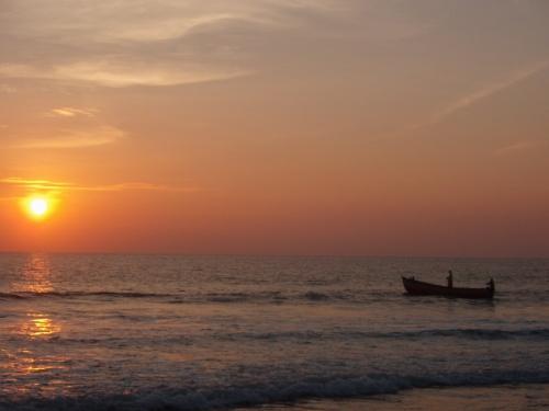 А вечером на горизонте колышутся огоньки рыбацких лодок