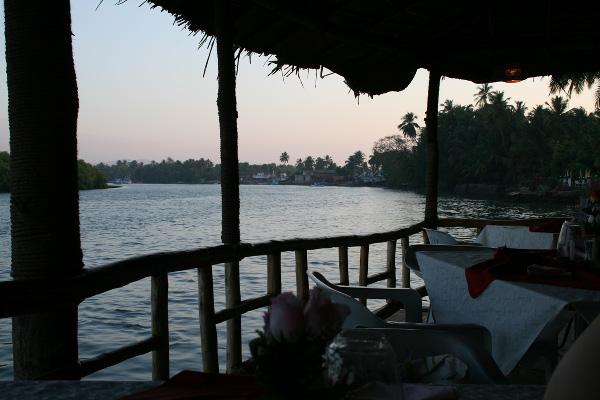 Вид на реку Сал из ресторана River View