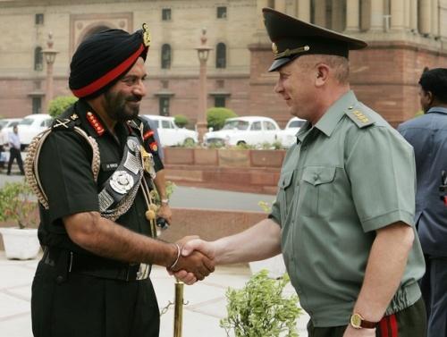 Кто из них бравый генерал?