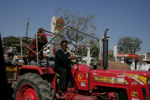 дружелюбный трактор