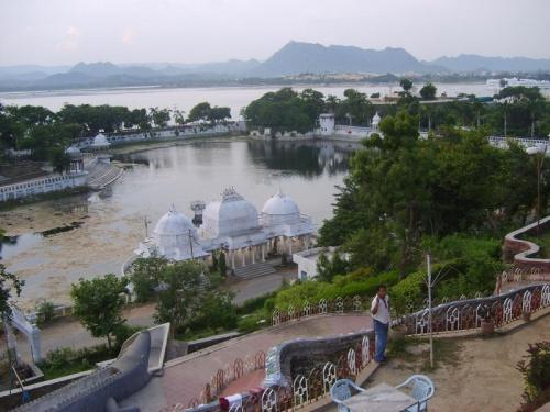 Озеро удайпурского зоопарка
