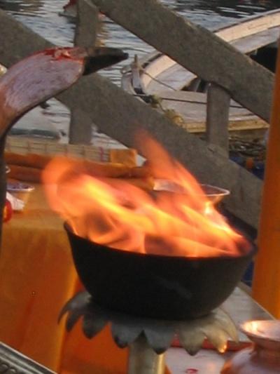 Варанаси, священный огонь.