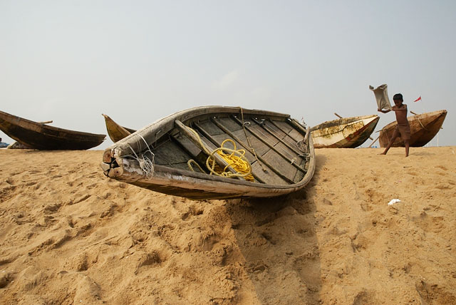 а это сама лодка, на которой выходят в море