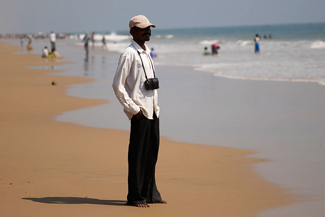 пляжный фотограф. снимают они старыми плёночными Яшиками