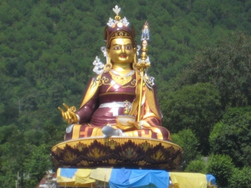 статуя Падмасамбхавы в Ривалсаре