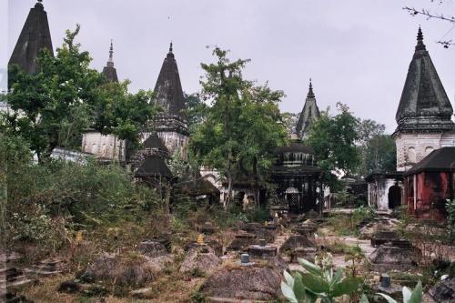 индуистское(?) кладбище