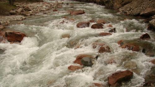 хрустальная речка в Джети-Огуз