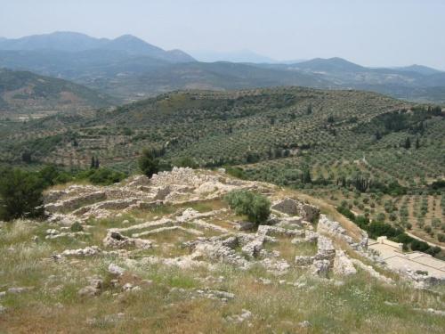 С высоты Микен открывается вид на половину Пелопонеса