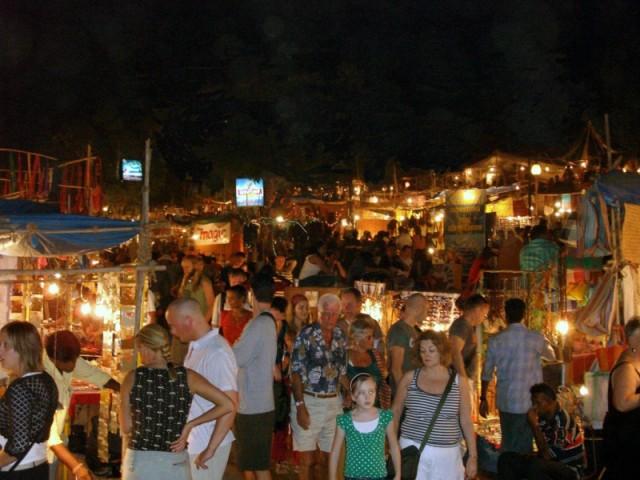 ночной субботний рынок