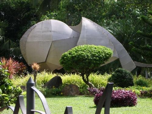 Со слонами в Бумбае проблема. Болеют, что ли?