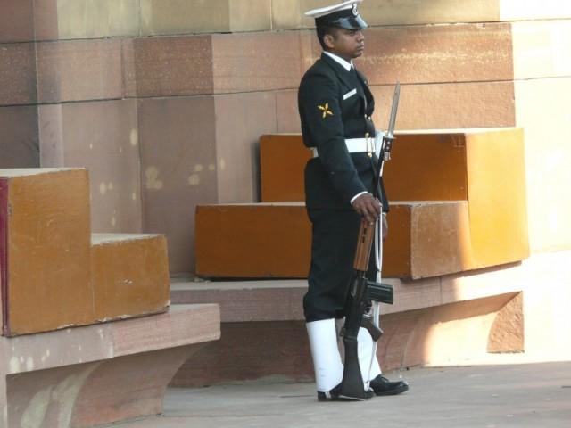 на посту, Ворота Индии
