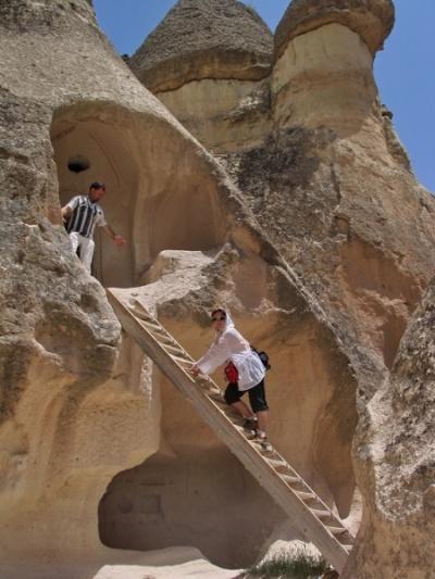 И наверное они не по лестницам залезают, как я :)