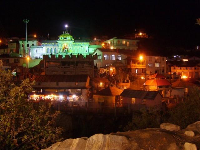 Храм Бадрината ночью