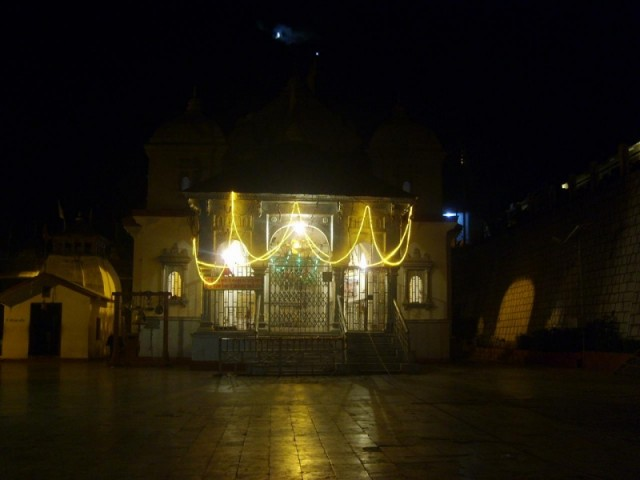 Храм Ганготри ночью