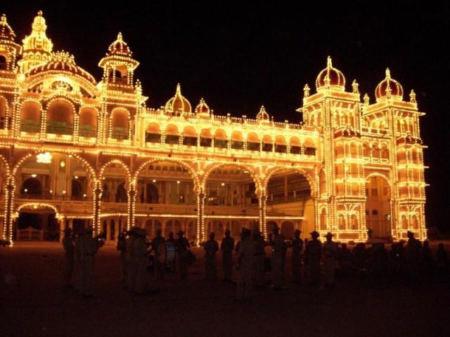 дворец махараджи Майсура ночью (11)