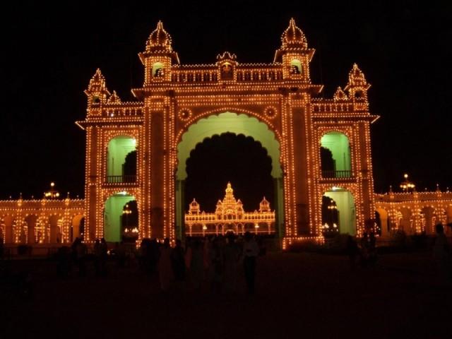дворец махараджи Майсура ночью (15)
