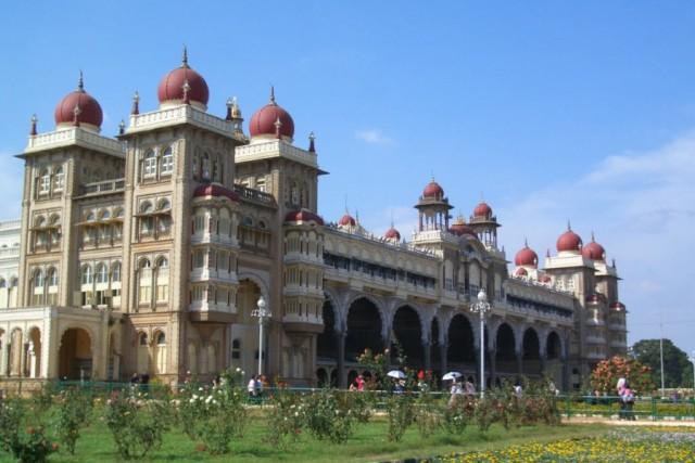 этот же ракурс дворца махараджи Майсура днём (2)