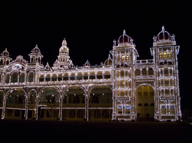 дворец махараджи Майсура ночью с праздничным освещением (5)