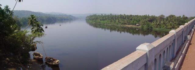 Речка по дороге к Malvan - фотик не прередаёт всех красок - реально - встать, открыв рот...