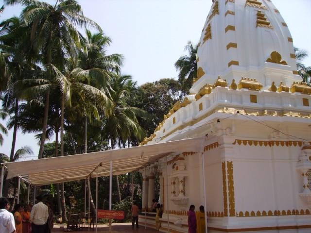Храм Golden Ganesha в Malvan - новострой