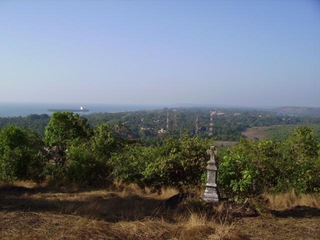 Вид с холма за Агуада маяком