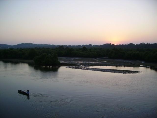 Nerul Bridge - вид в сторону Aguada (говорят там смывает пляж, это где корабль на мели на пляже)