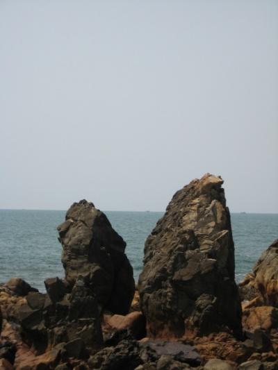 ...как скалы в океане... и все твои печали...