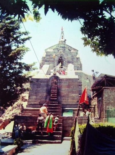 Храм Шанкарачарьи, до 19 века - храм Соломона/Сулеймана, построен во 2 веке до н.э. как юбилейный в честь визита сюда царя Соломона в 10 веке до н.э.