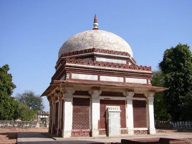 Tomb Of Immam Zamin (Delhi)