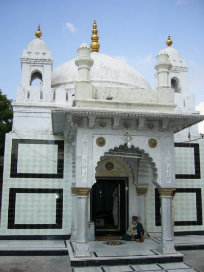tomb of Moinuddin Chishti (Khuldabad)