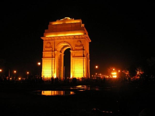 Ворота Индии ночью