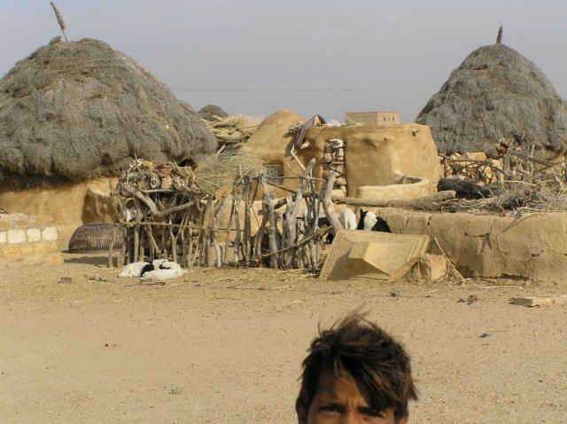 хижины в пустыне
