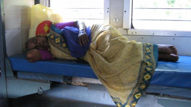 В индийском плацкарте не выдают постельное бельё