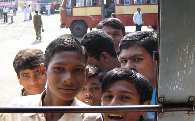 Вот так на нас заглядывались в рейсовом автобусе в Аурангабаде