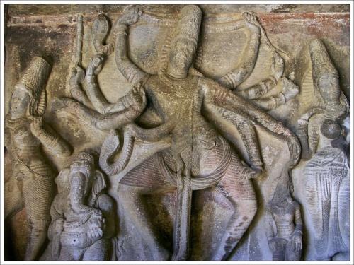 Мурти. Скальный храм. Айхоле