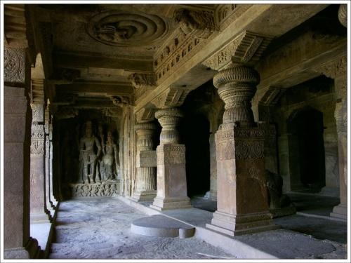 Скальные храмы Бадами