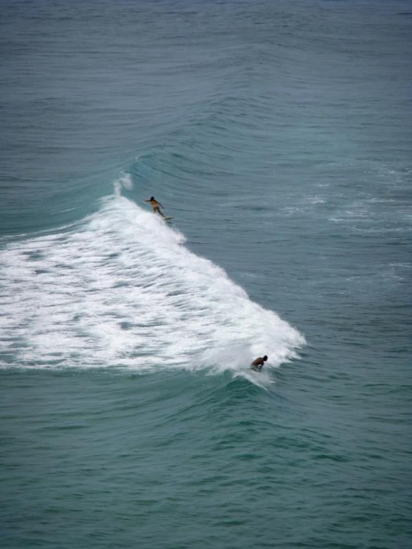 Серферы на Паданг-Паданге далеко и не мешают купальщикам!!!