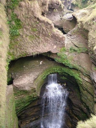 Водопад на входе