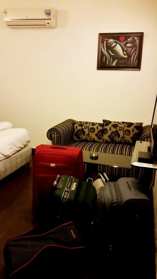 Диванчик в номере Capitol Hills, место для 6 чемоданов :)
