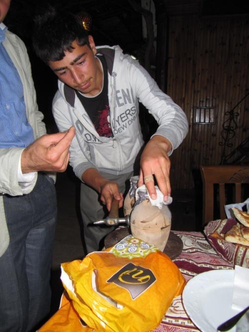 разбивание горшка с кебабом в Гореме