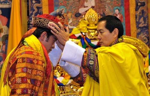 Bhutan's fourth King Jigme Singye Wangchuck (right) crowns his son Jigme Khesar Namgyel Wangchuck as the fifth King of Bhutan