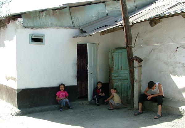 Обычный дом..дети.. ..жарко...