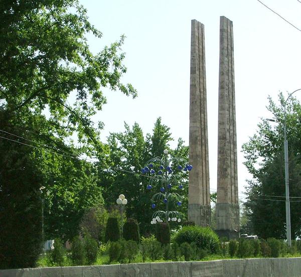 Уши. памятник ветеранам 2 ой мировой.