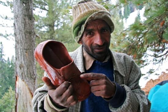 проводник Мамазидык и его обувь