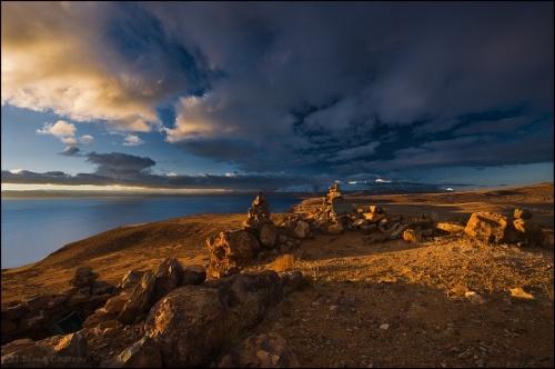 Тибет, первый утренний свет на священном озере Маносаровар