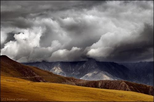 Надвигается... Тибет. Съемка с высоты 4200 метров.