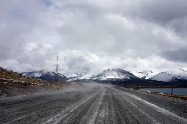 вот такие дороги бывают на высоте 4000 метров над уровнем моря
