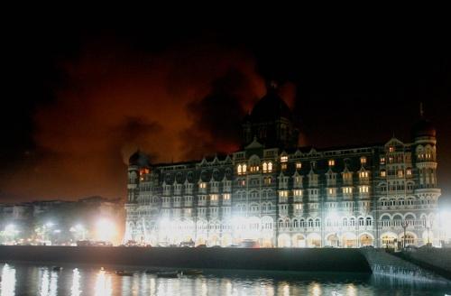 "Пожар в ""Тадже"" | © AP Photo/Scanpix"