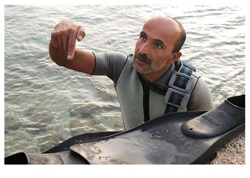 Джафар (Тир, Ливан). Мы с ним болтали некоторое время. Я постоянно снимал. После нескольких кадров он стал меня полностью игнорировать. (EOS-10D с Canon EF 35/2.0)