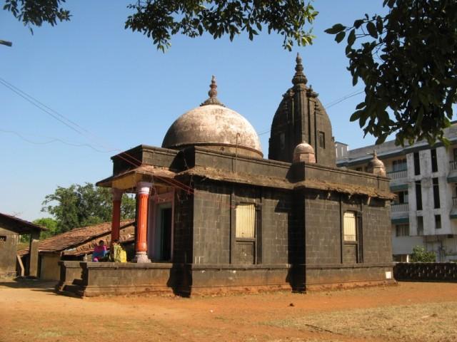 Temple в Амболи